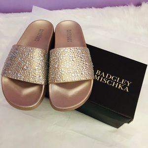 Shoes - 😍 New Badgley Mischka  7 flat slipper rosegold😍